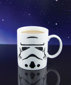 PP2823SW_star_wars_storm_trooper_mug_lifestyle_800x800-800x800
