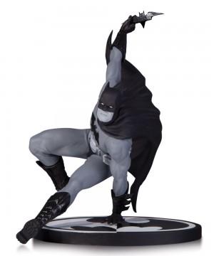 Batman Black & White Statue Bryan Hitch 17 cm
