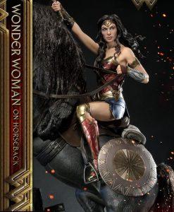 Wonder Woman Szobor - Wonder Woman on Horseback