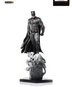 Justice League Deluxe Art Szobor - 1/10 Batman Concept Store Exclusive (30cm)