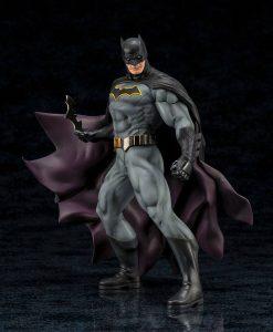DC Comics ARTFX+ PVC Szobor - 1/10 Batman (Rebirth) 24cm