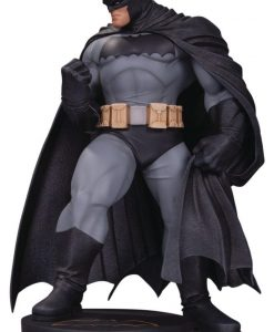 DC Comics Designer Series Mini Szobor - Batman by Andy Kubert (18 cm)