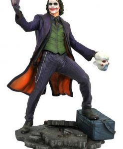 d_diamnov182293 The Dark Knigh tDC Movie Gallery PVC Szobor - The Joker 23 cm