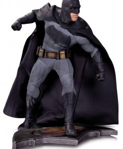 x_dccaug150303 Batman v Superman Dawn of Justice Statue Batman 36 cm