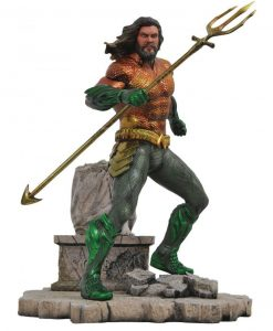 x_diamaug182575 Aquaman DC Movie Gallery PVC Szobor - Aquaman 23 cm