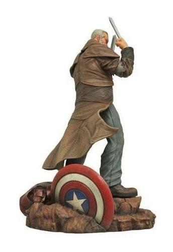 x_diamoct160011 Marvel Gallery PVC Szobor - Old Man Logan 20 cm